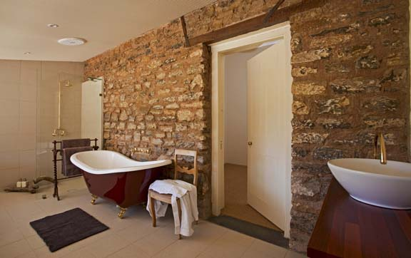 akraba-station-south-australia-bathroom