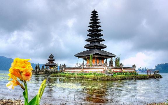 bali-temple-credt-robert-montgomery