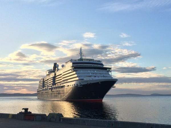 Queen Victoria arrives in Hobart