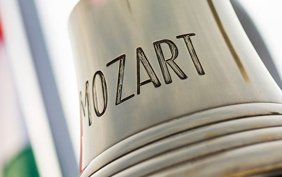 The Bell on the Crystal Mozart