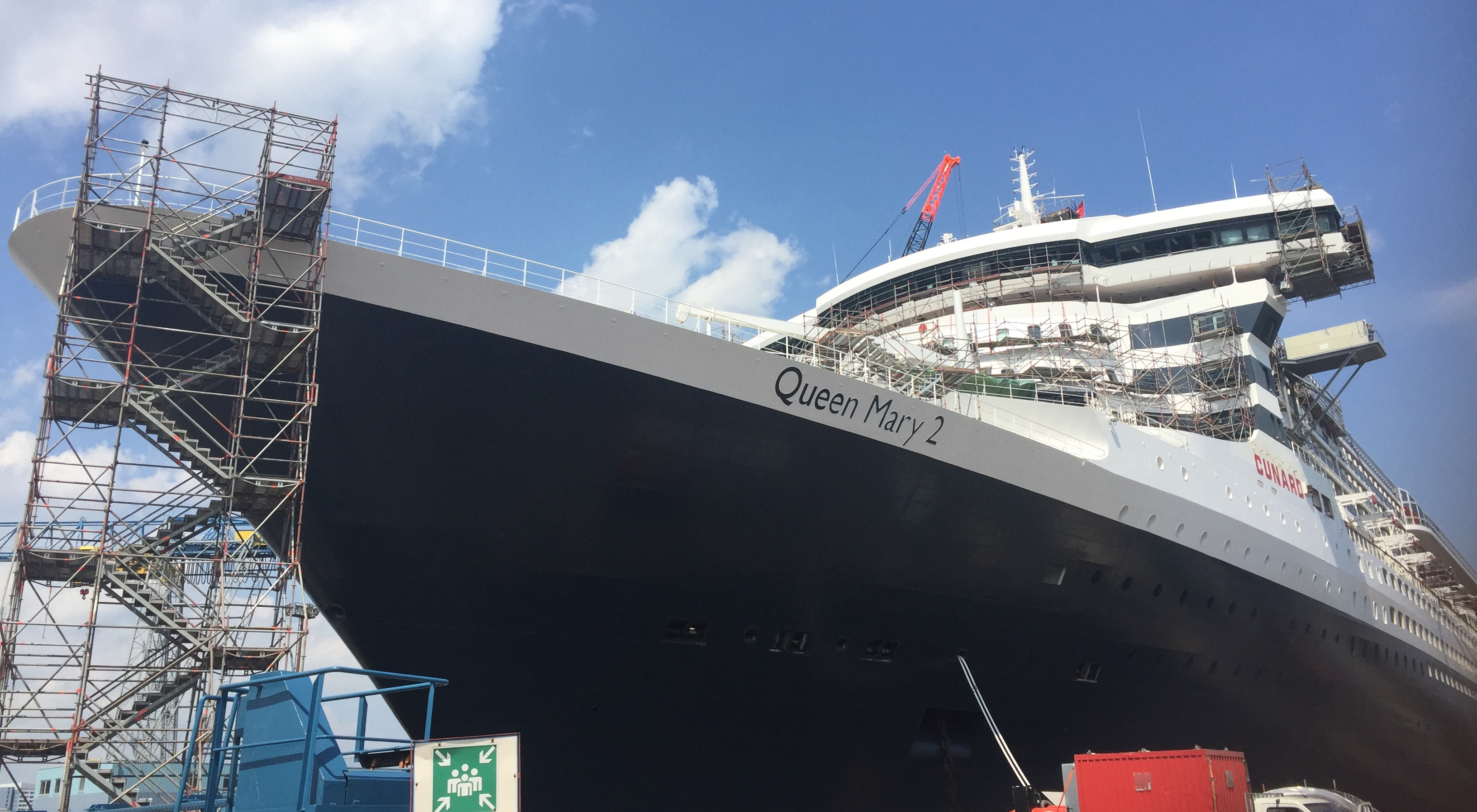 QM2 at the shipyard in Hamburg
