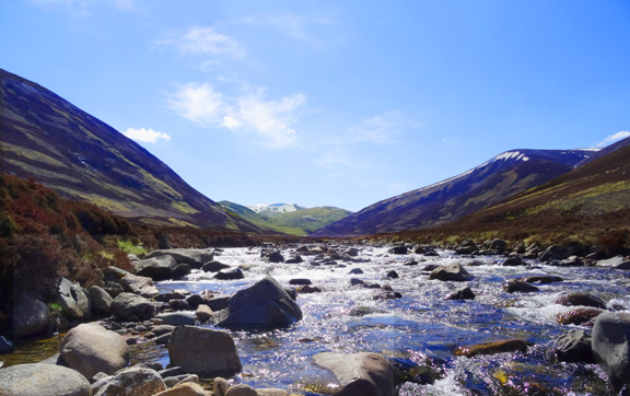 river-running-through-the-highlands